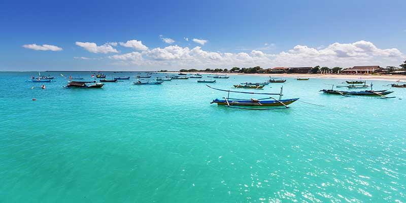 Bootjes in het water bij Thailand